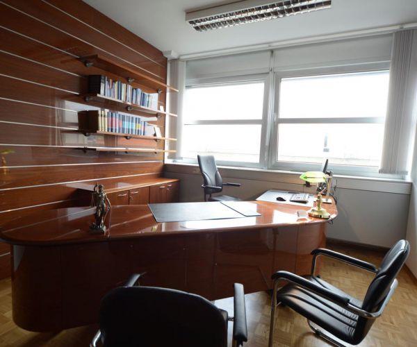 odvetnik-slavko-vesenjak-259508C28-E744-506D-8125-34A96A6C839A.jpg